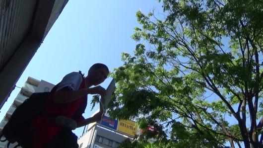 本紙社主・さとうしゅういち、ユニフォーム姿で横川駅前で労働法制改悪廃案・カープのプレイボールを家・球場で観られる社会を訴える!_e0094315_20282082.jpg