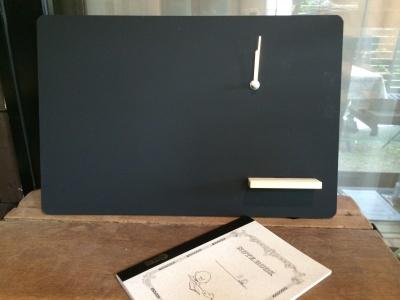 時計付き小さな黒板_e0315178_12145588.jpg