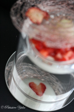 Pâtissière Yuka お菓子アルバム ~St-valentin ③~ 「Brownies」&「Mousse au chocolat blanc」_c0138180_18131326.jpg