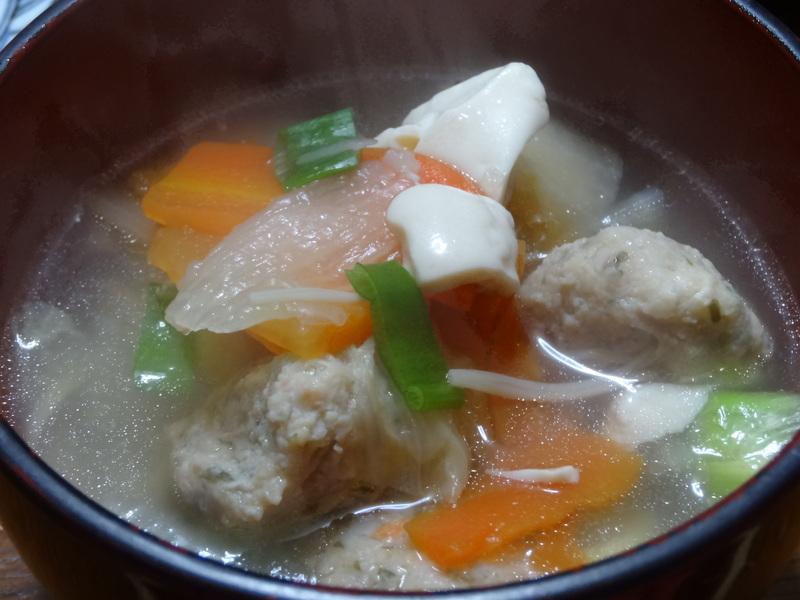 焼き鮭、鶏つくね団子汁、野菜サラダ、、おでん、鰤の照り焼き、ハンバーグステーキです。_c0225997_1629673.jpg