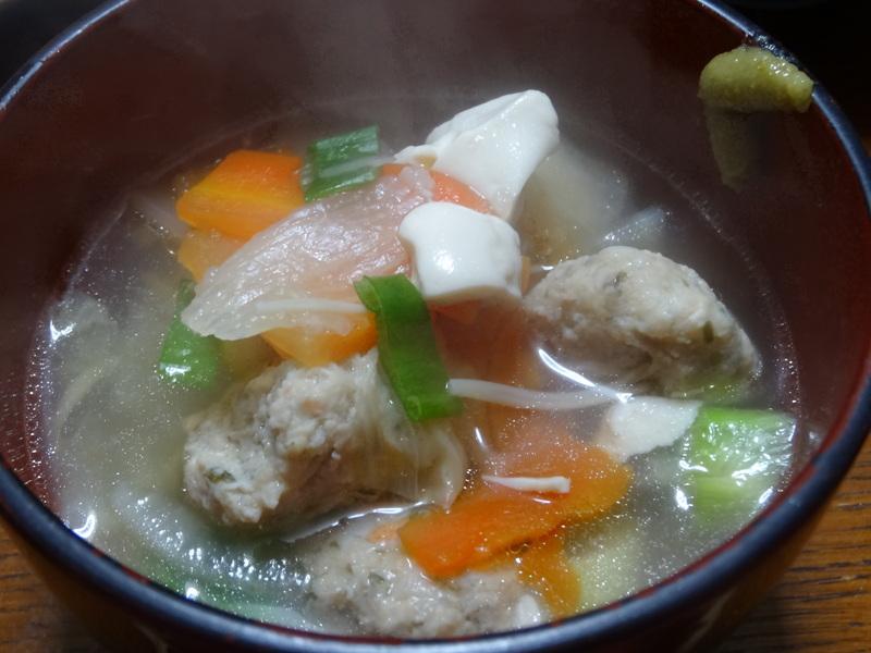 焼き鮭、鶏つくね団子汁、野菜サラダ、、おでん、鰤の照り焼き、ハンバーグステーキです。_c0225997_16303346.jpg