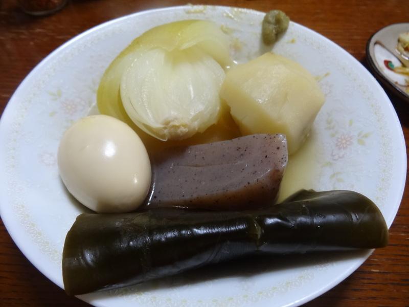 焼き鮭、鶏つくね団子汁、野菜サラダ、、おでん、鰤の照り焼き、ハンバーグステーキです。_c0225997_1733463.jpg