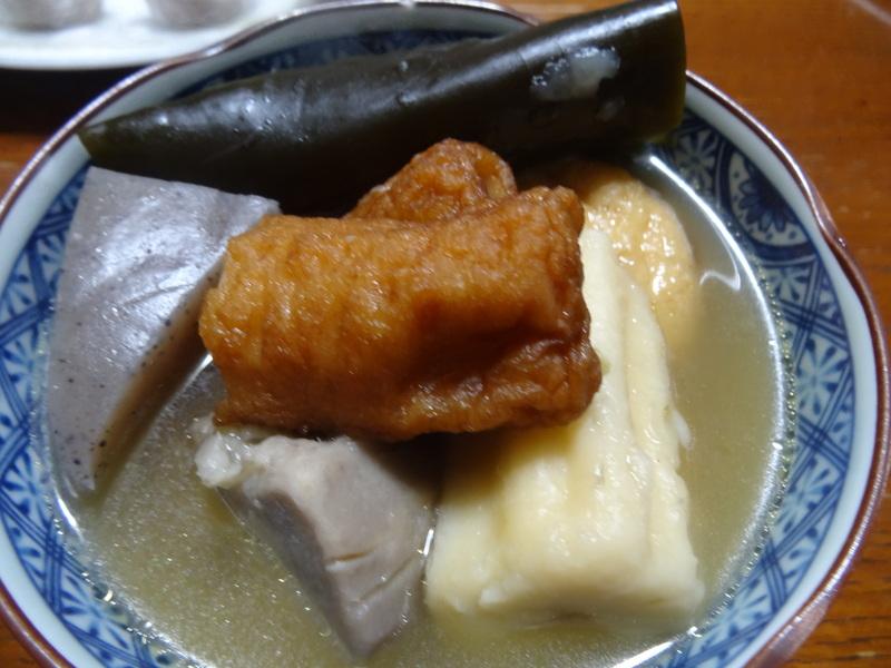 焼き鮭、鶏つくね団子汁、野菜サラダ、、おでん、鰤の照り焼き、ハンバーグステーキです。_c0225997_1810745.jpg