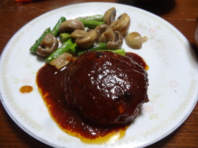 焼き鮭、鶏つくね団子汁、野菜サラダ、、おでん、鰤の照り焼き、ハンバーグステーキです。_c0225997_18174568.jpg