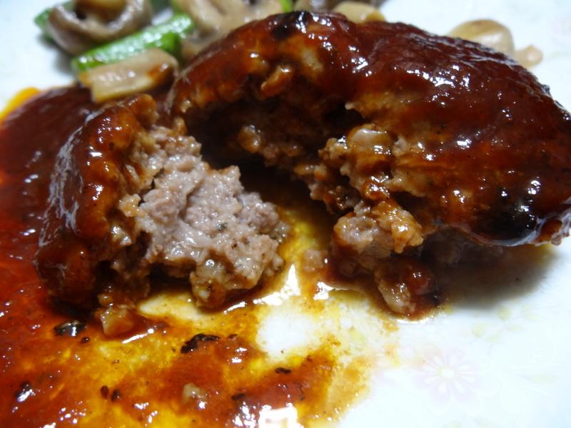 焼き鮭、鶏つくね団子汁、野菜サラダ、、おでん、鰤の照り焼き、ハンバーグステーキです。_c0225997_18185242.jpg