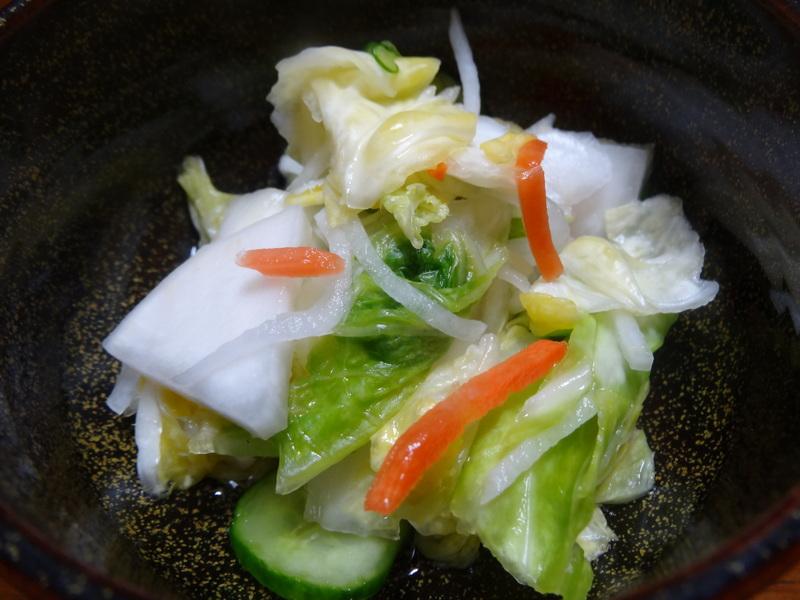焼き鮭、鶏つくね団子汁、野菜サラダ、、おでん、鰤の照り焼き、ハンバーグステーキです。_c0225997_1823924.jpg