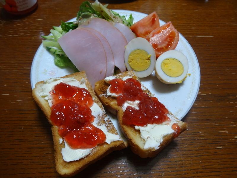 焼き鮭、鶏つくね団子汁、野菜サラダ、、おでん、鰤の照り焼き、ハンバーグステーキです。_c0225997_1841544.jpg