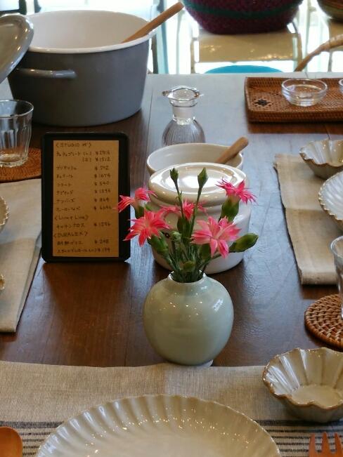 テーブルにお花_f0255704_11141959.jpg