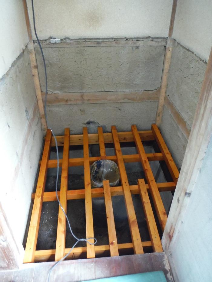 和式を洋風トイレへ改装 ~ 床の作り直し_d0165368_525515.jpg