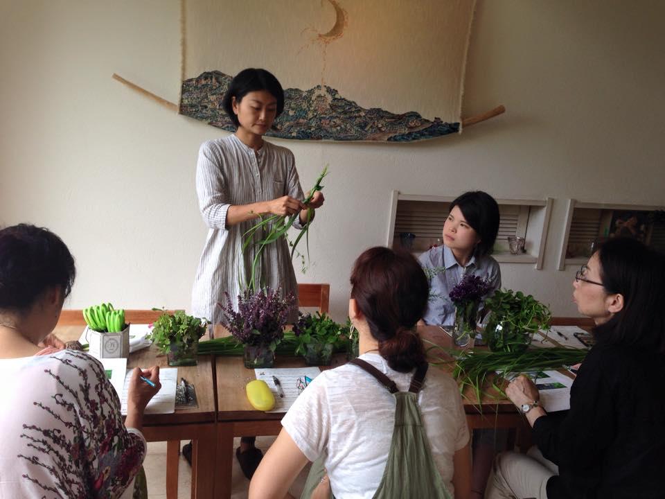 春のハーブで花冠作り『海坐×磯崎由香コラボproduce』_d0100638_1839686.jpg