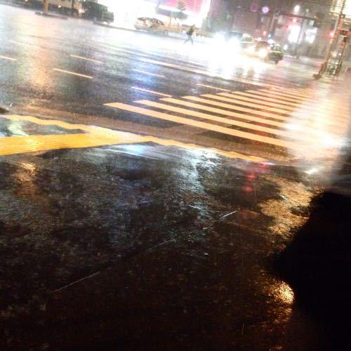 雨の日の帰り道、屋根のある商店街を通り抜けつつ_c0060143_22412117.jpg