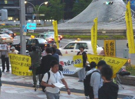 15/5/14戦争関連法案の閣議決定に抗議する緊急街頭宣伝が行われました_c0241022_2339137.jpg