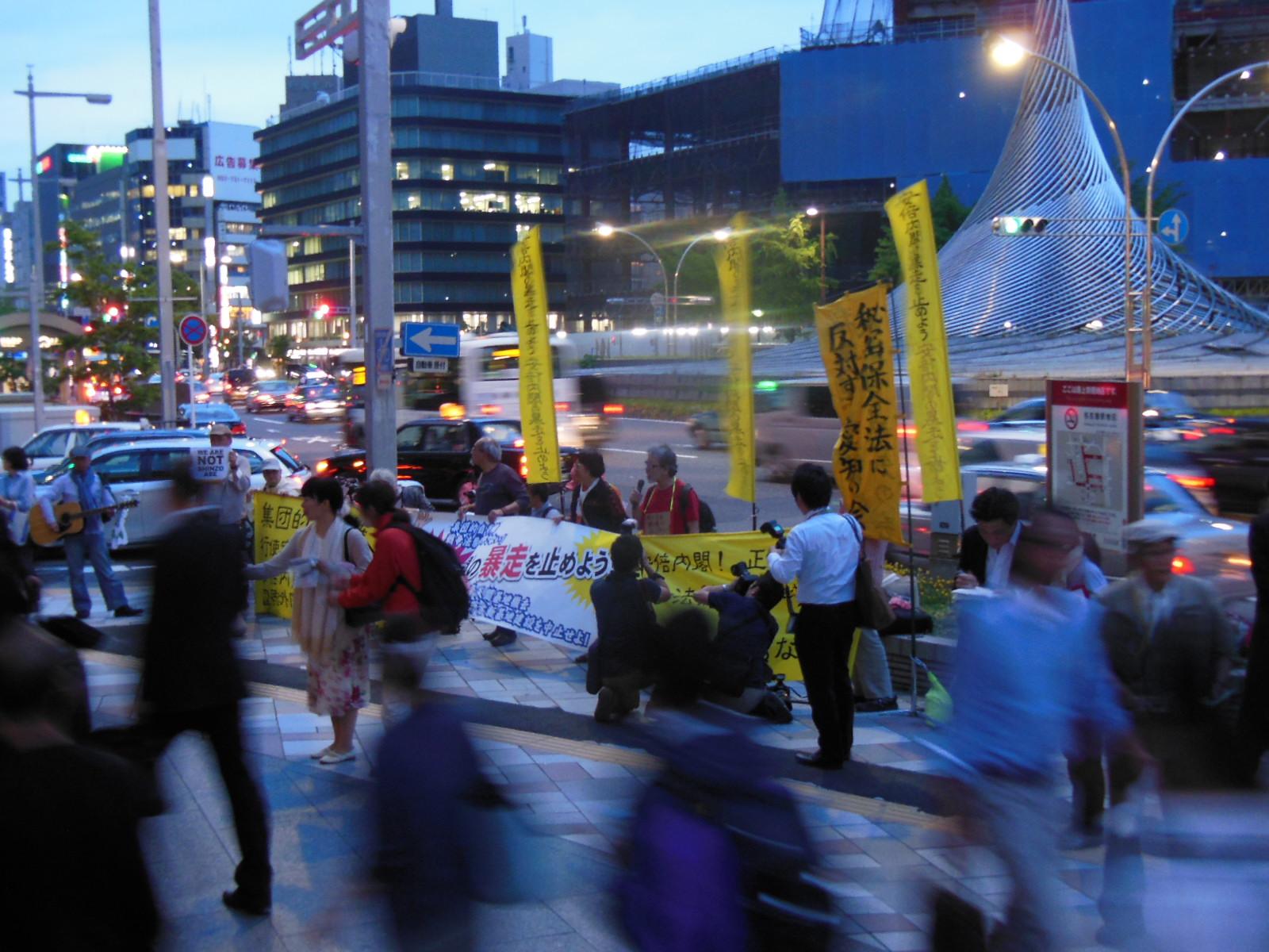 15/5/14戦争関連法案の閣議決定に抗議する緊急街頭宣伝が行われました_c0241022_2344976.jpg