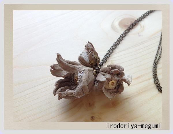 【色重ねの花(三輪):ネックレス 】_e0278869_1544952.jpg