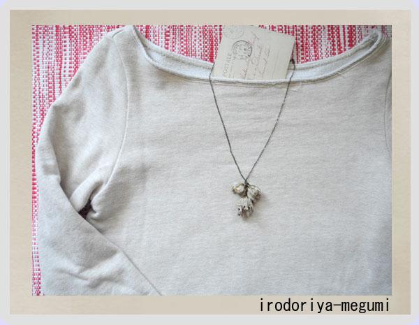 【色重ねの花(三輪):ネックレス 】_e0278869_1547412.jpg