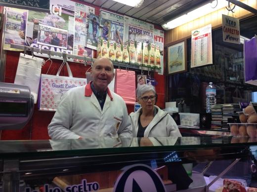 中央市場、肉屋のエミリオ_a0136671_2295797.jpg