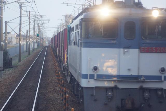 大阪都構想の賛否を掛けて住民投票中・・・貨物列車から学ぶ指導者の素質_d0181492_15584954.jpg