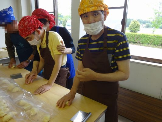 5/14 施設間交流でパン作り_a0154110_13382369.jpg
