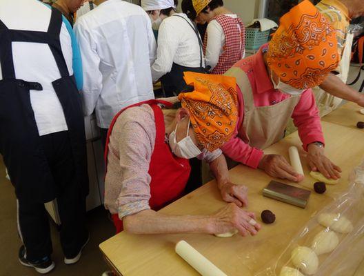 5/14 施設間交流でパン作り_a0154110_1338294.jpg