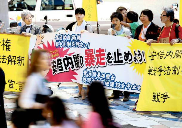 <続>15/5/14戦争関連法案の閣議決定に抗議する緊急街頭宣伝が行われました_c0241022_22464469.jpg