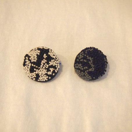 家次久仁子さんの玉留め刺繍ブローチ、うにとか、ひじきとか_b0322280_2162924.jpg