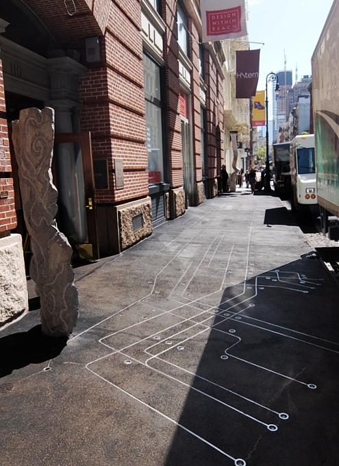 NYのSoHoにある触れて(歩いて)楽しめる街角アート_b0007805_1145630.jpg