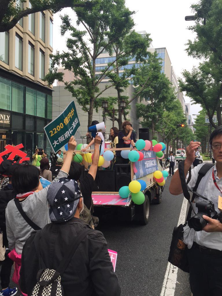「つぶせ都構想!」大阪サウンドデモに600人_f0212121_1813090.jpg
