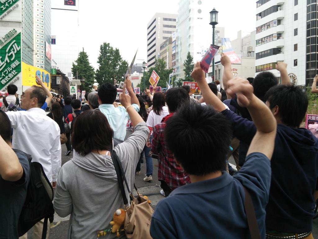「つぶせ都構想!」大阪サウンドデモに600人_f0212121_1853699.jpg