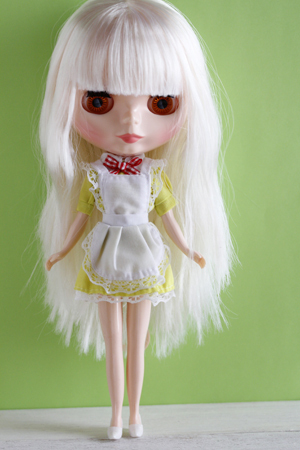 ダイソーのエリーちゃんのお洋服をブライスに着せてみました_a0275527_23324699.jpg