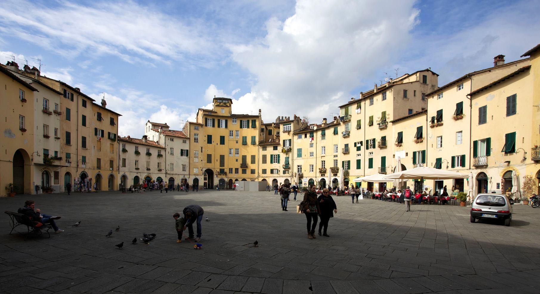 イタリア ルッカ アンフィテアトロ広場 (Piazza dell\'Anfiteatro)_e0127948_552258.jpg