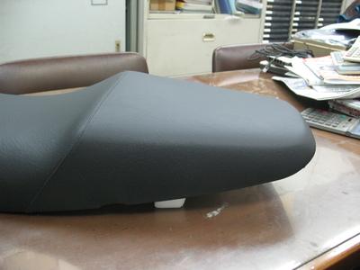 CB400にバイクザシートインサイドでローダウン_e0114857_2063513.jpg