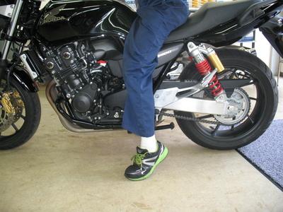 CB400にバイクザシートインサイドでローダウン_e0114857_2084621.jpg