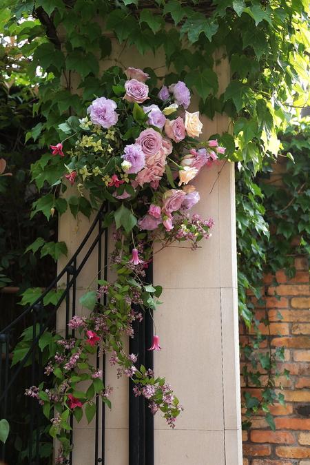 初夏の装花 シェ松尾松濤レストランさまへ  薔薇と、薄い紫で_a0042928_2214750.jpg