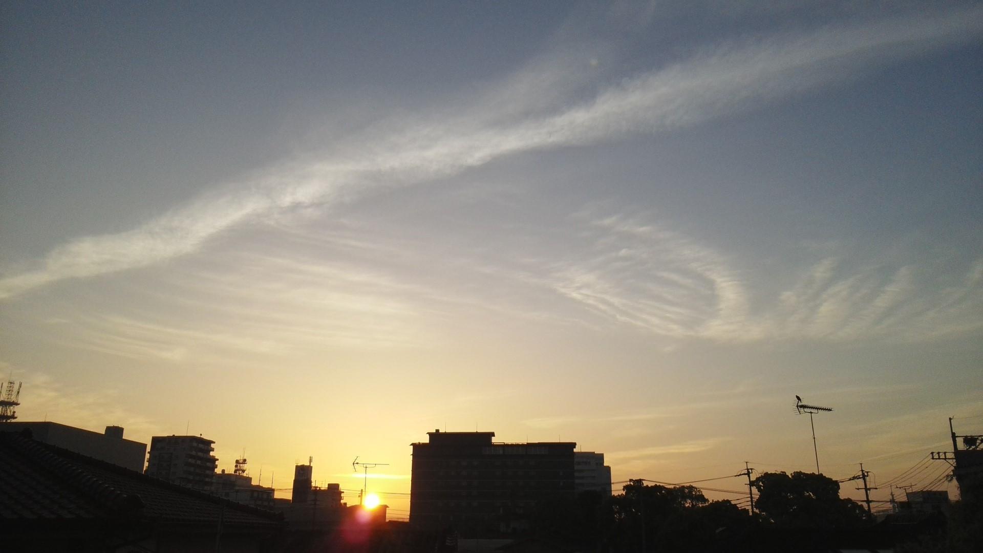 〔空と雲〕神様のお絵かき&空にお習字?…。(^^)_b0298740_22220737.jpg