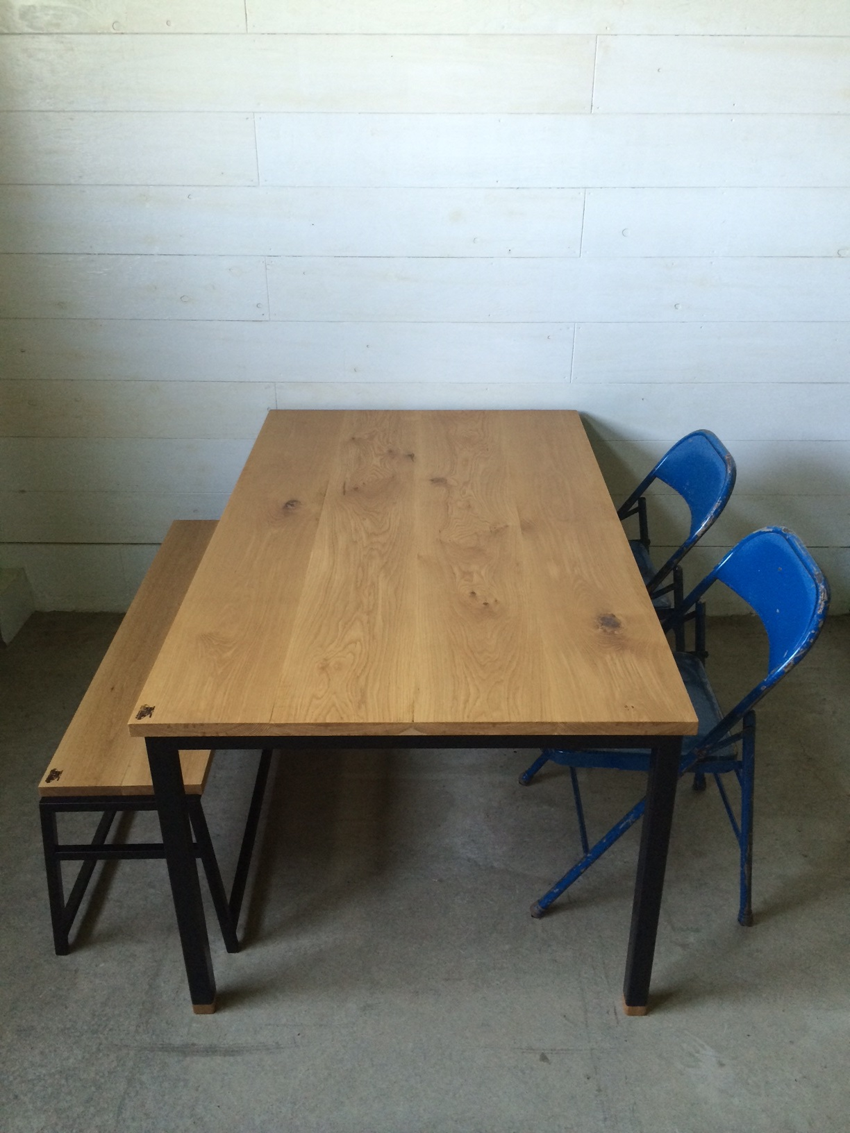 WB DINING TABLE & A BENCH_c0146581_2223585.jpg