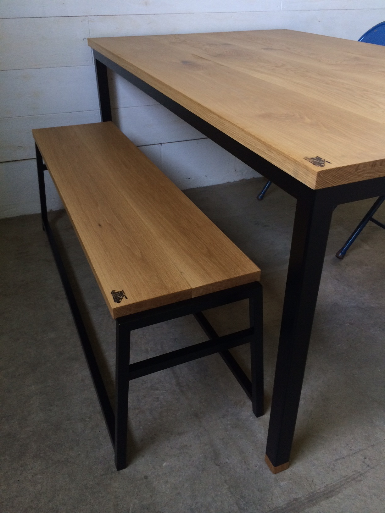 WB DINING TABLE & A BENCH_c0146581_2225461.jpg