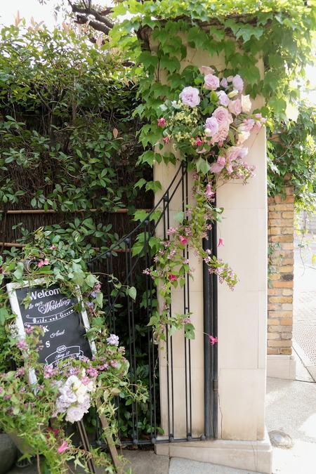 初夏の装花 シェ松尾松濤レストランさまへ  薔薇と、薄い紫で_a0042928_1035215.jpg