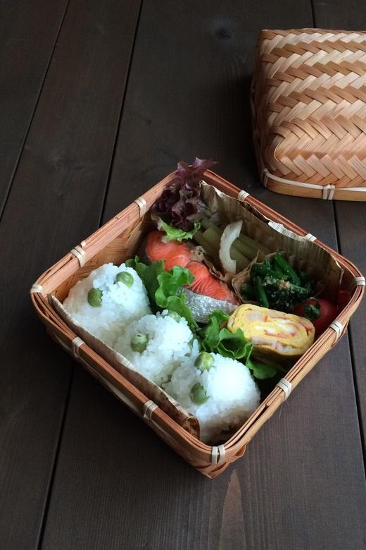 甘塩鮭と豆ごはん弁当_c0270834_8231234.jpg