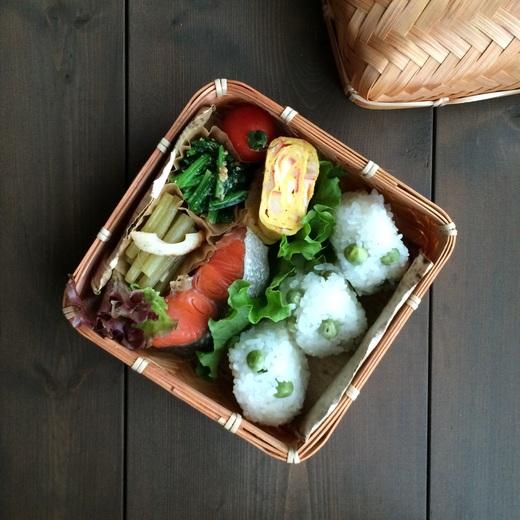 甘塩鮭と豆ごはん弁当_c0270834_8235551.jpg