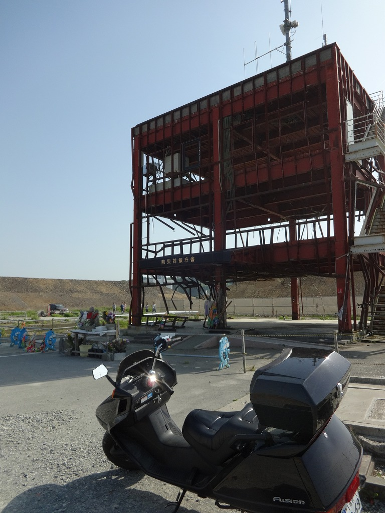 バイクで帰青!【5/14】 三陸被災地巡り~仙台の夜_d0061678_13143979.jpg