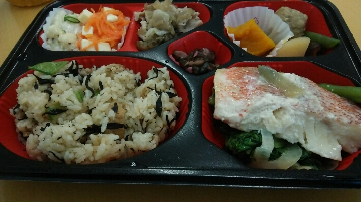 ダイエット強化策は 会社の健康弁当_c0212604_18232020.jpg