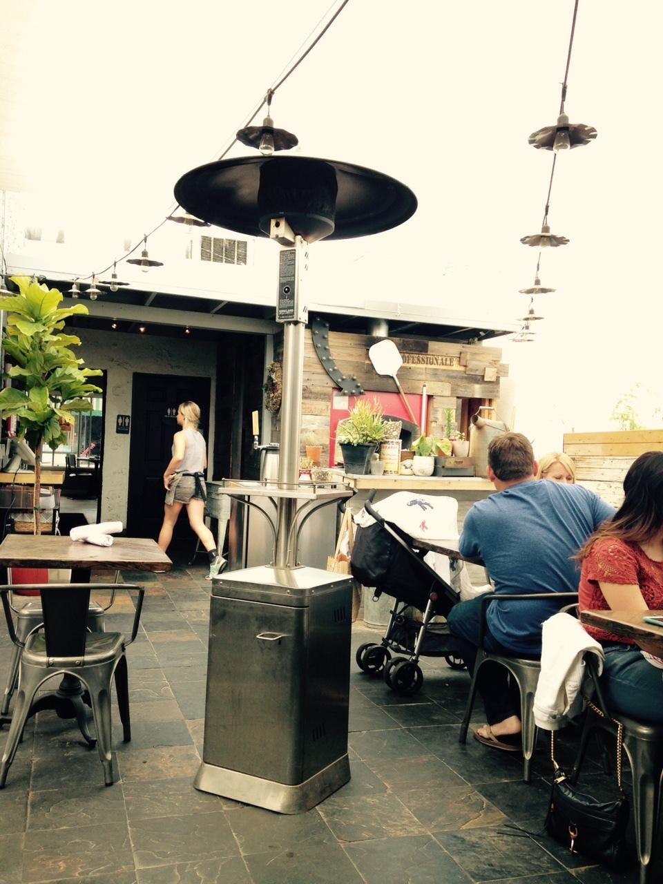 話題のレストラン《Long Beach》_c0366523_12423115.jpg