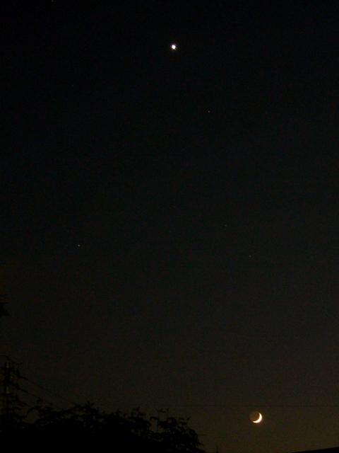 雨上がりの三日月と金星_f0079085_21595715.jpg