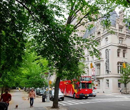 新緑の緑の美しいNYの美術館通り(Museum Mile)、6/9に恒例のフェスティバルも_b0007805_11222974.jpg
