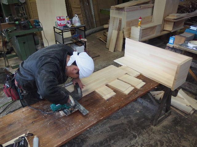 自動車の荷台に大工が造作。_f0105112_6284347.jpg