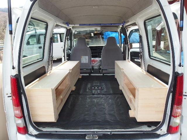 自動車の荷台に大工が造作。_f0105112_6312630.jpg