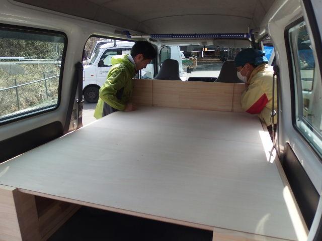 自動車の荷台に大工が造作。_f0105112_6321733.jpg