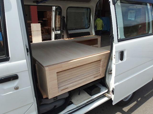 自動車の荷台に大工が造作。_f0105112_6355012.jpg