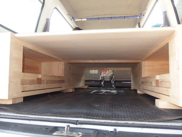 自動車の荷台に大工が造作。_f0105112_635581.jpg