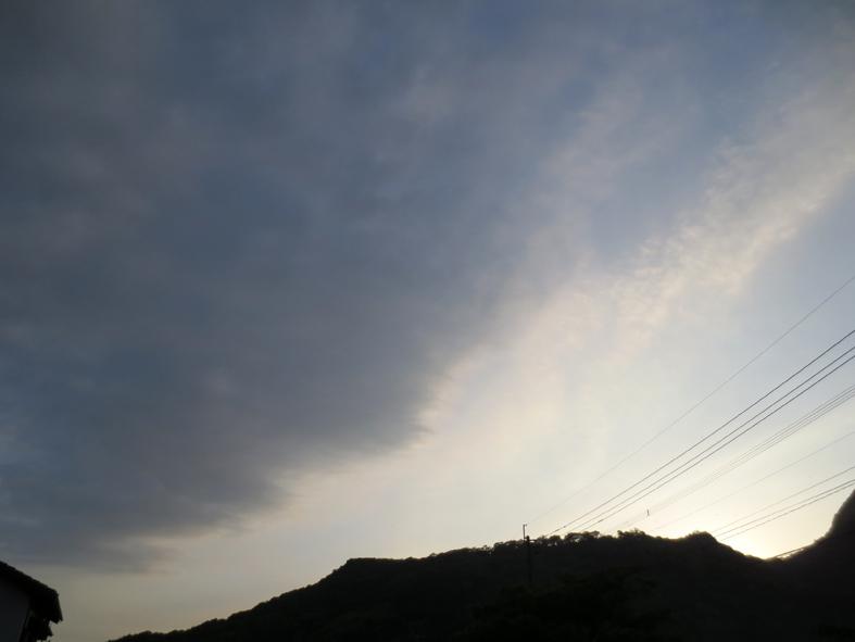 ■空模様は心もよう──週替わりの夕暮れ[5/20-22]_d0190217_02473.jpg